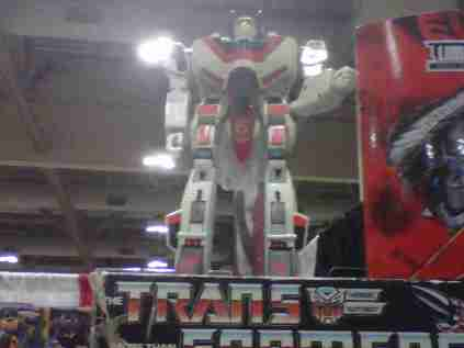 Jetfire!! I have this one!!