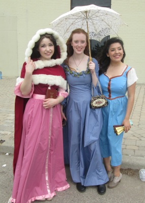 Disney Princesses loving Hamlet!